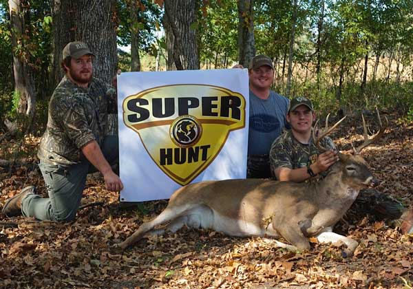 super-hunt-guys-with-banner