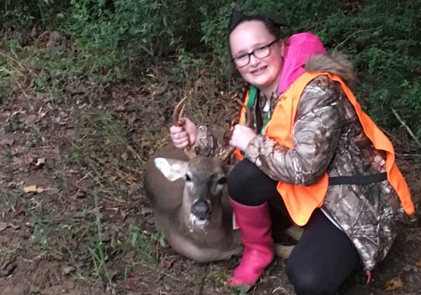superhunt-girl-pose-with-buck-catch